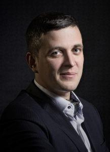 REZAC_profilovka_blurbg_web