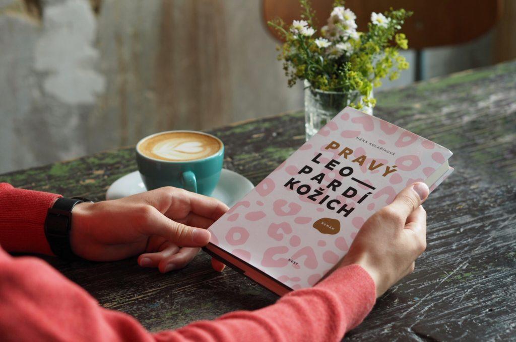 Tentokrát se pobavíme o knize Pravý leopardí kožich s její autorkou Hanou  Kolaříkovou. Pravděpodobně bude zima 6ae2912be5